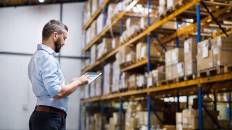 Técnico de almacenaje y gestión logística en empresa